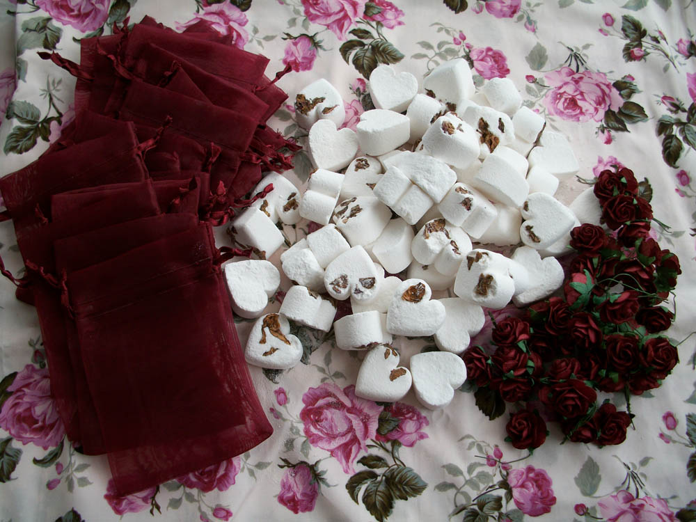 Organza bags, bath bombs, red rose