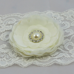 Marielle ivory white flower pearl effect diamante crystal fascinator